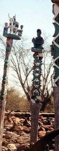 Aloalo (poteaux funéraires sculptés et peints)