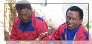 La langue la plus proche du malgache est le maanjan