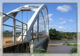 Pont Lokoho à arches en acier à Sambava