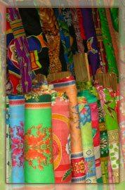 Marchand de tissu au marché de Morondava